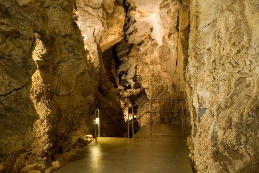 Szemlő hegyi barlang